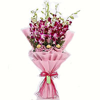 Deliver 10 Pcs Ferrero Rocher Diwali Gifts in India with 10 Red White Roses Bouquet India