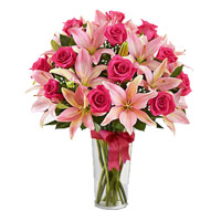 Flowers to India Midnight Delivery : 4 Pink Lily 15 Pink Rose Vase
