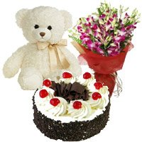 Send Forest Cake with Flowers Bouquet in India